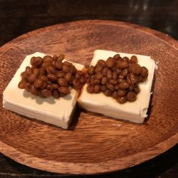 クリームチーズ醤油麹のせ